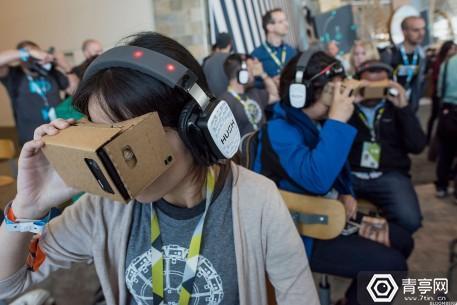 google-cardboard-vr-in-use