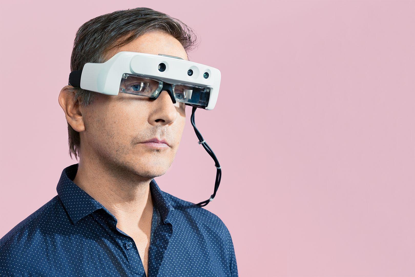 AR眼镜帮助盲人重见光明