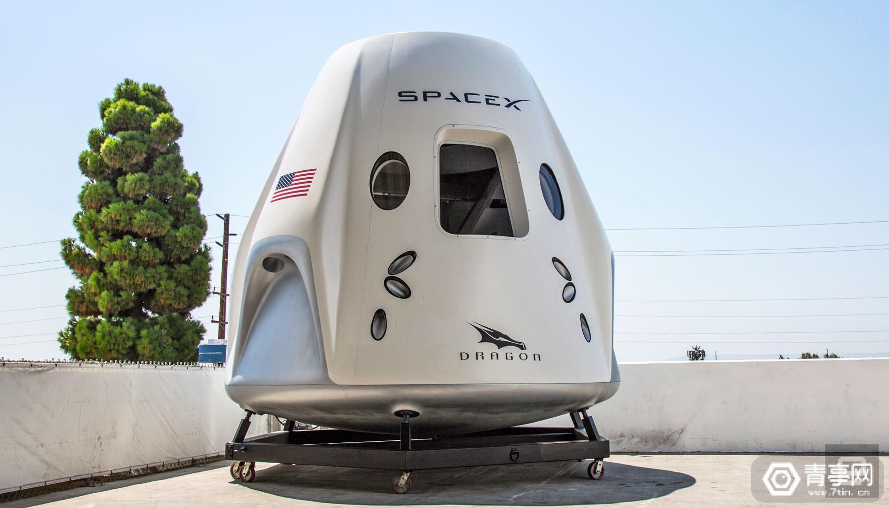 SpaceX公开展示载人飞船,明年有望送宇航员进太空